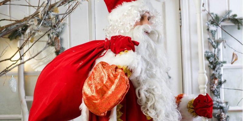 Дед Мороз стучит в дверь