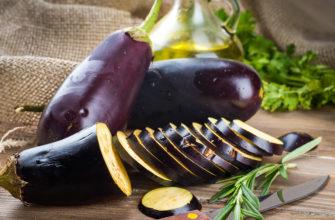Чем полезен баклажан и почему его раньше считали ядовитым? Что придает плодам горечь — кожица или мякоть?