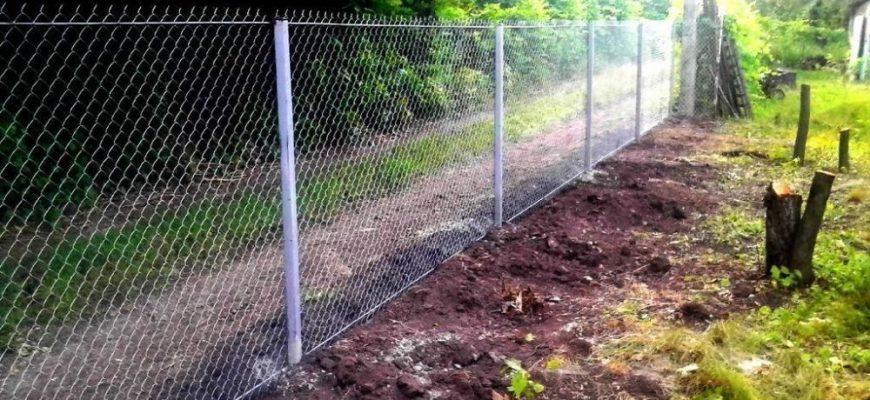 Возведение ограды из рабицы